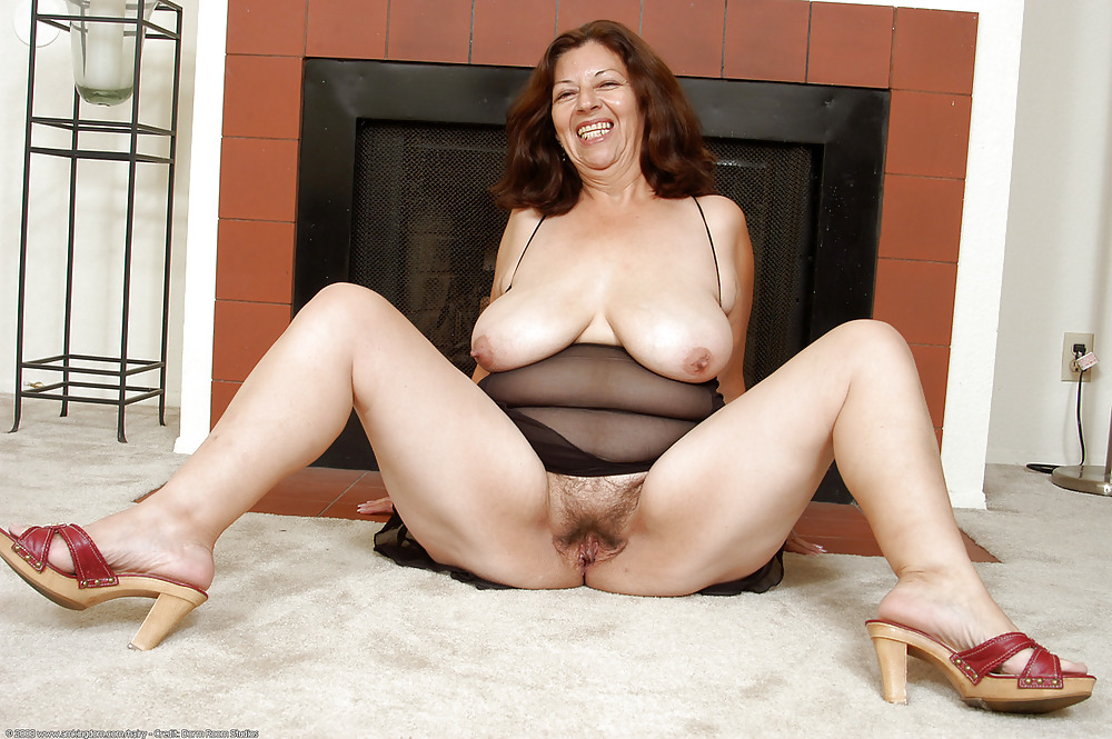 Free hairy mature saggy tits