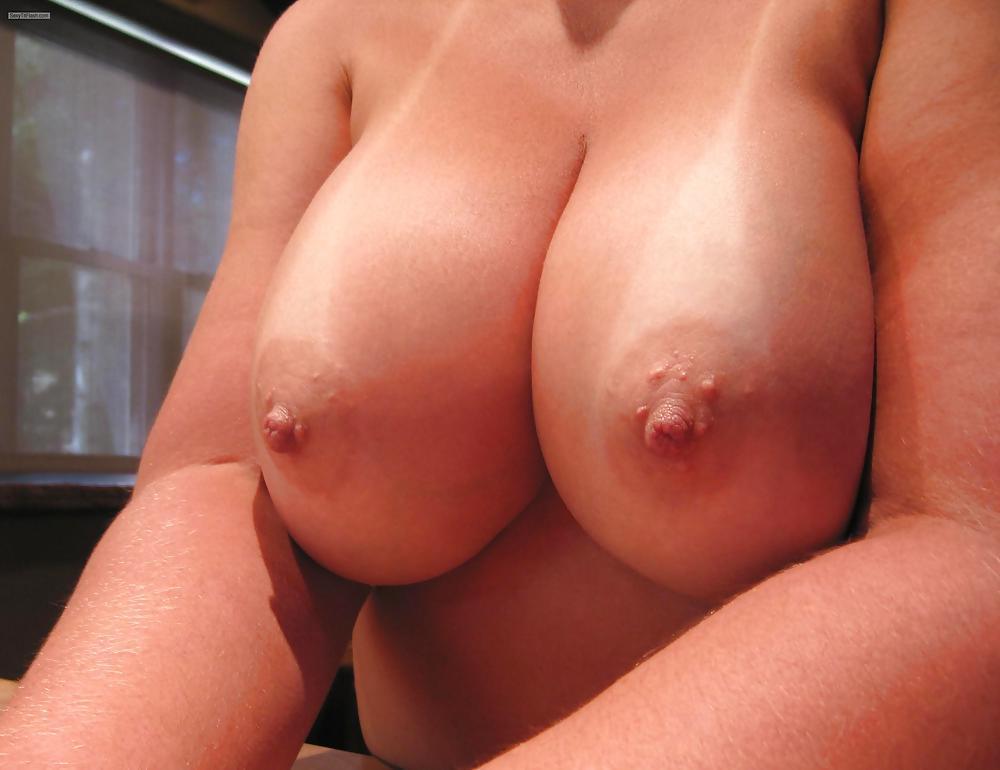 Amatuer natural boobs