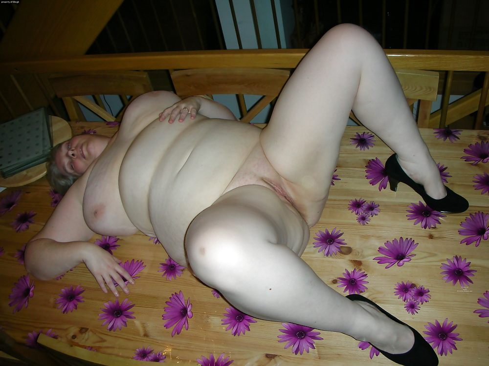 the-chubby-mature-panty-voyeur-legs-natalya