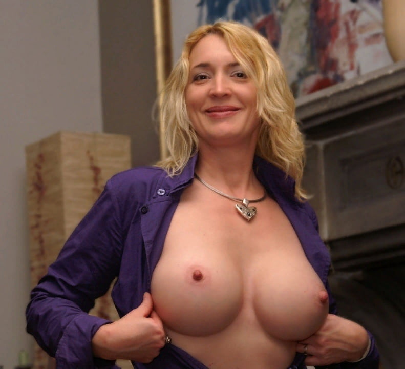 Mature tits - 195 Pics