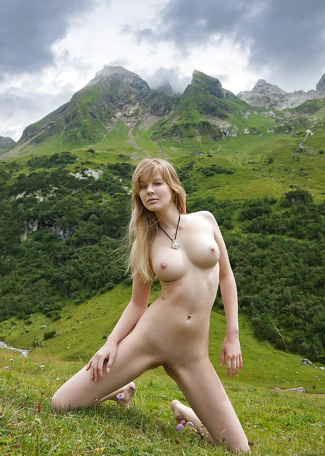hot-chics-naked-swiss-indian-hostel-girl-nude-ass
