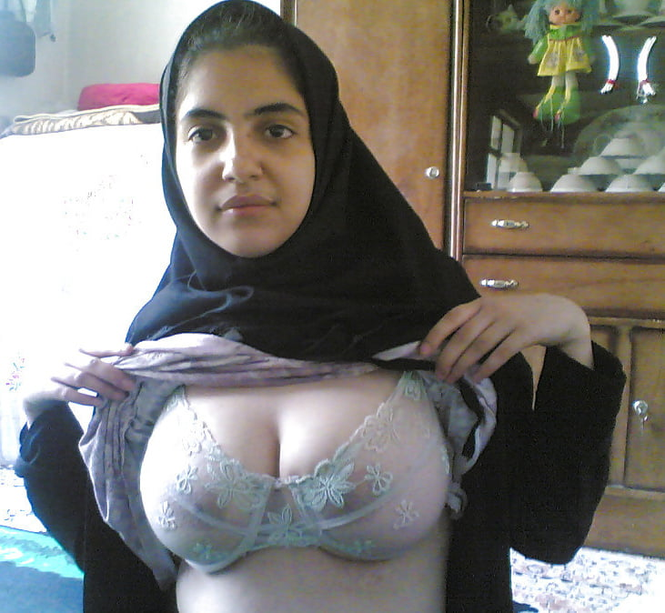 muslim-hot-nude-boobs-girl-stocking-sexy
