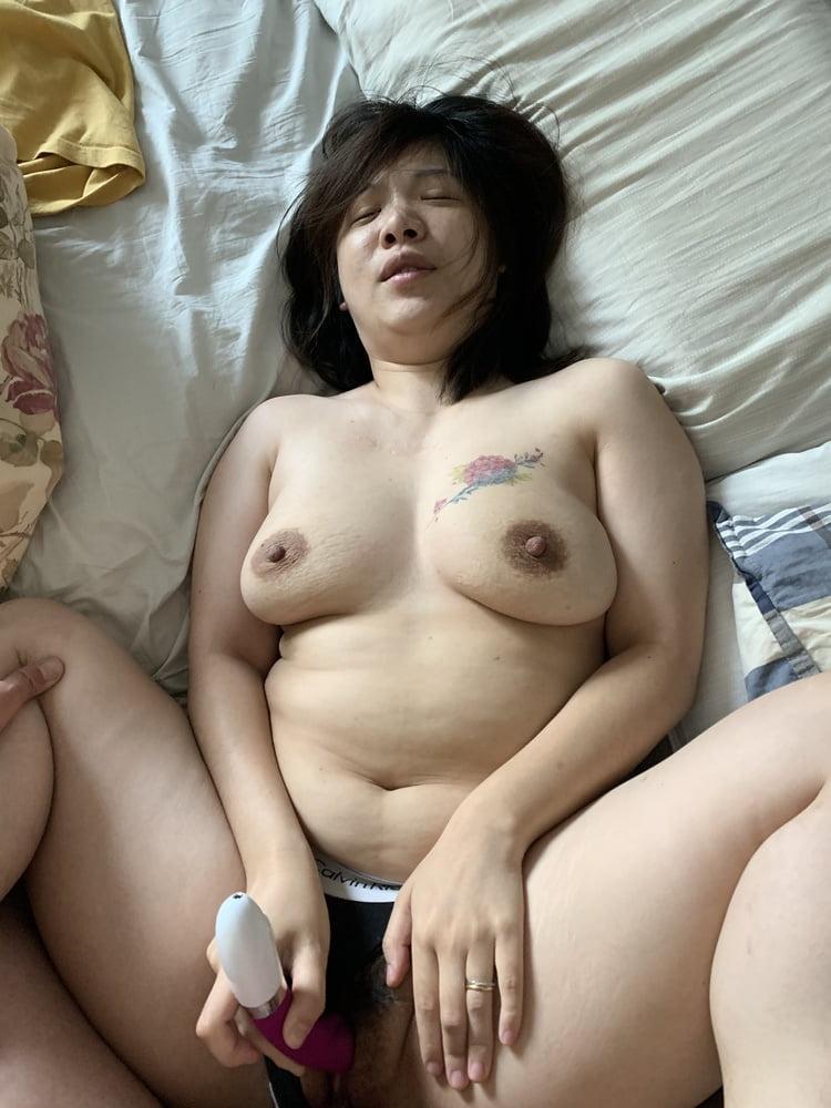 Chinese big tits MILF - 28 Pics