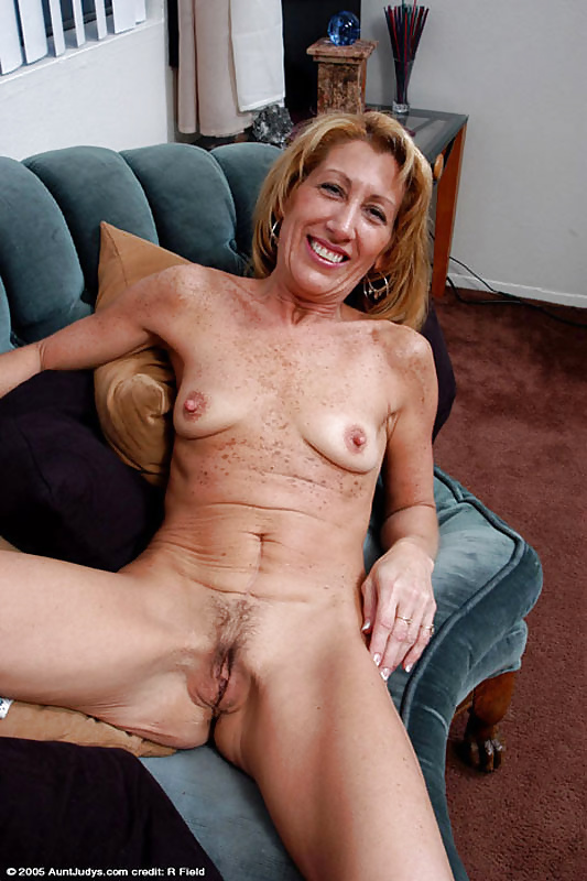 lonely-older-moms-nude