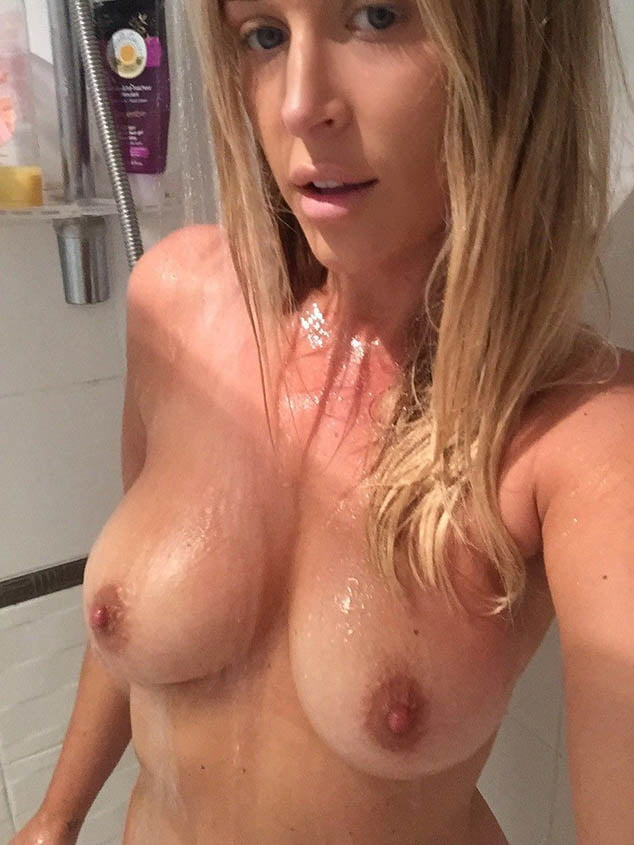 Amateur British Blonde Milf In The Shower Selfies - 7 Pics -8521