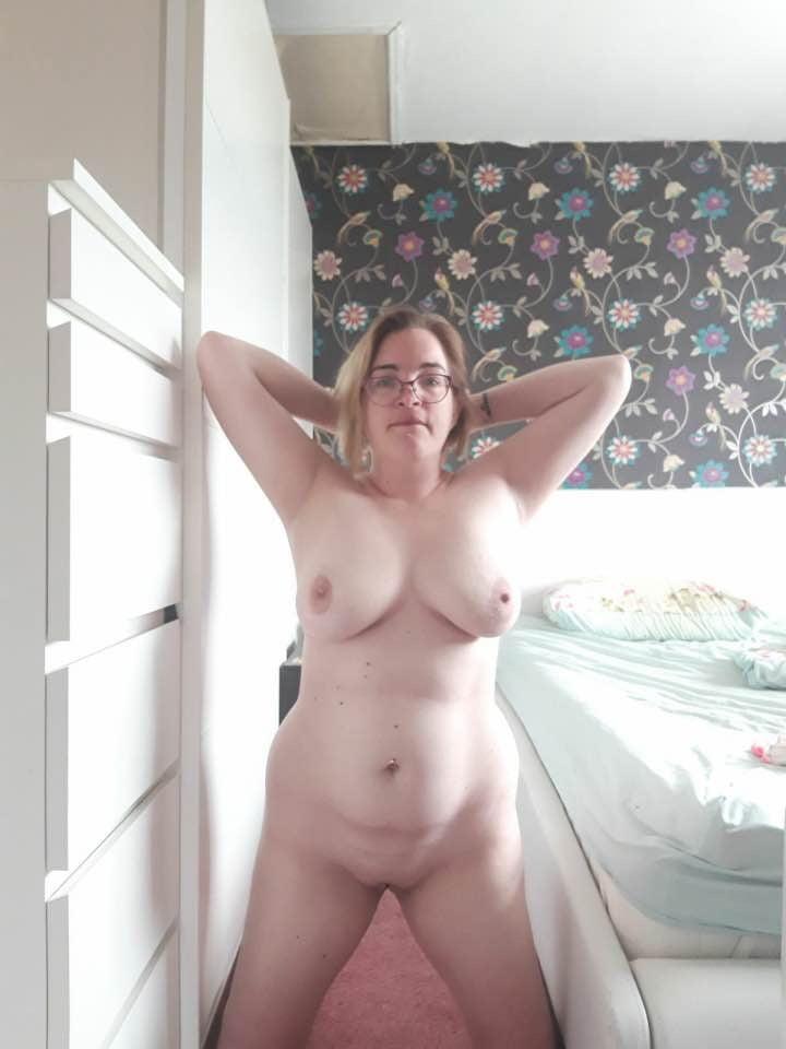 Vickie louise expoed slut - 14 Pics