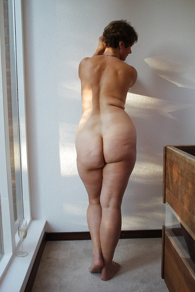 Pictures of naked housewives