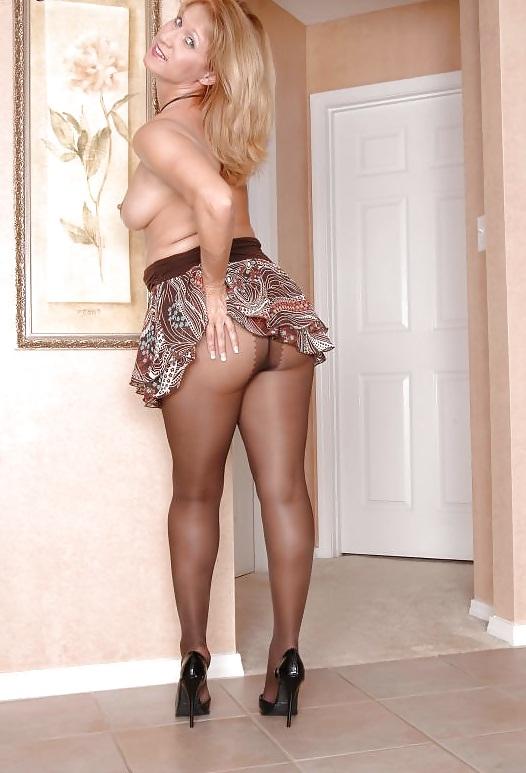 порно фото женщин в мини юбке трындят
