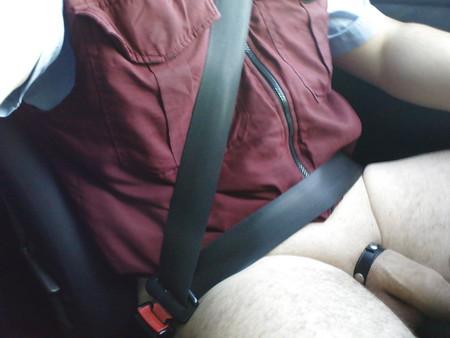 Deutsche Freundin gibt Blowjob während der Autofahrt