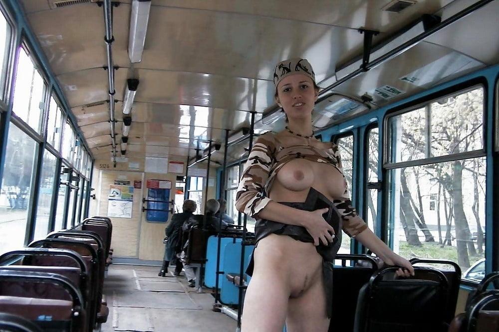 Фото без трусов в транспорте