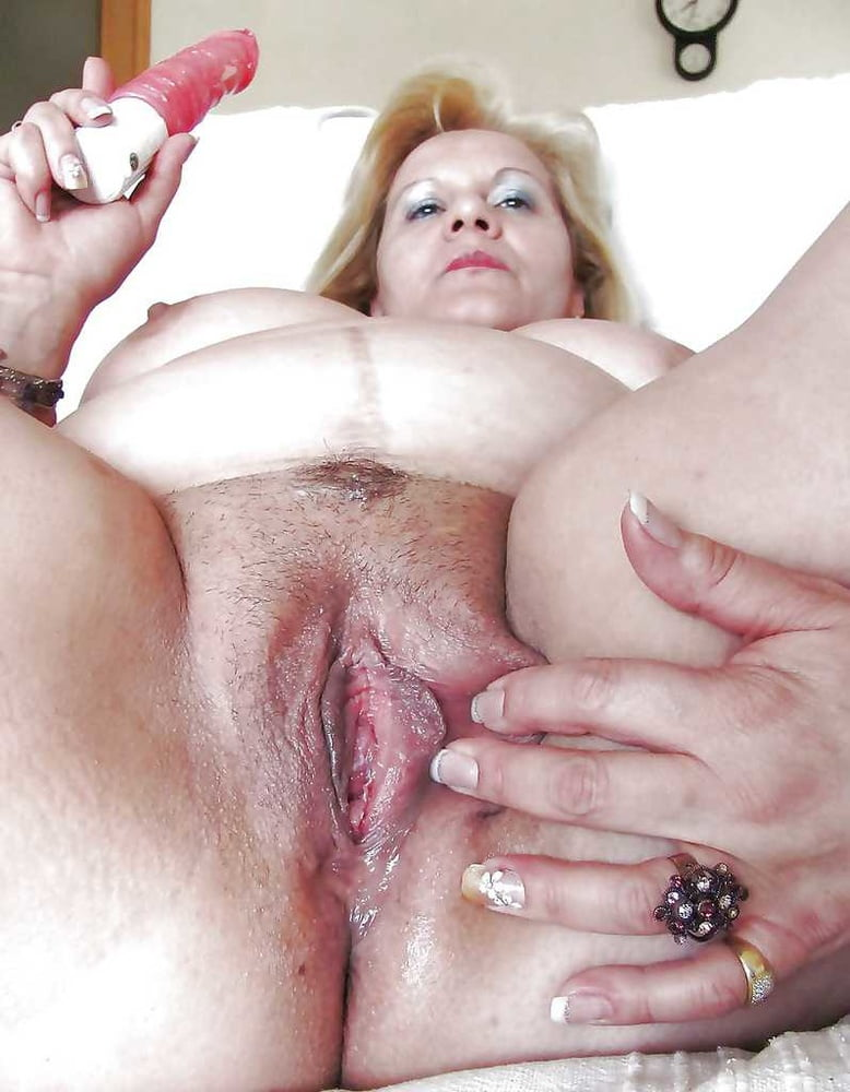 Plump Mature Wife Hairy Pussy