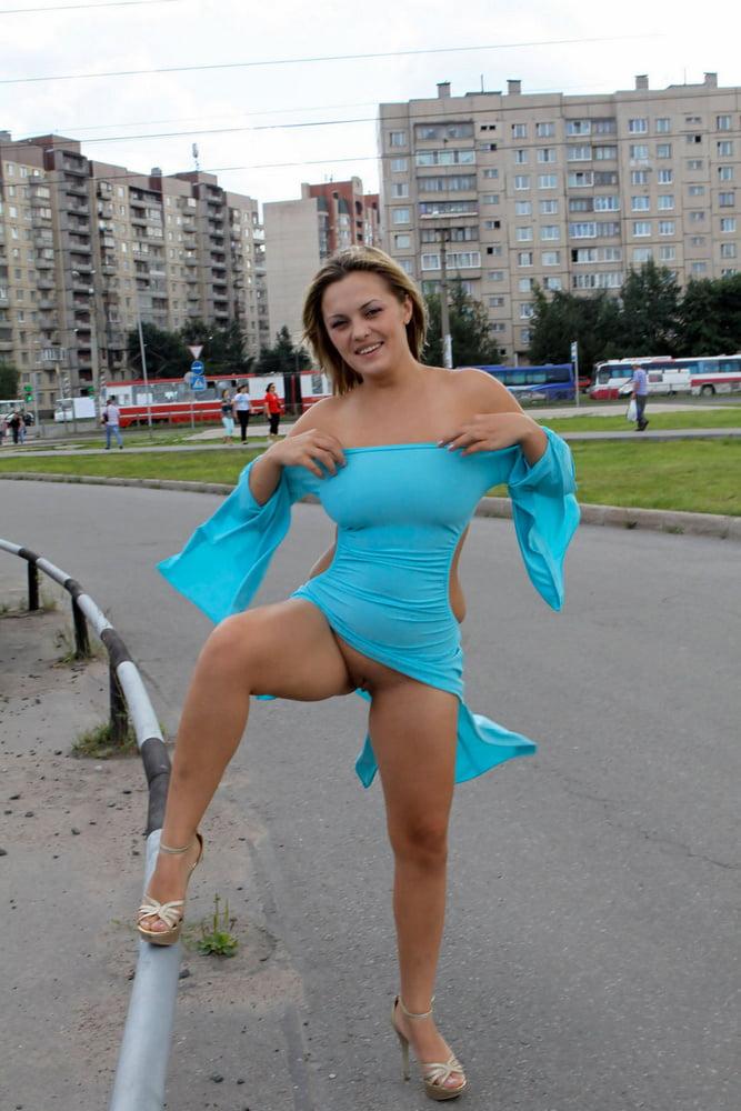 женщины на улице показывают свои прелести познавательная