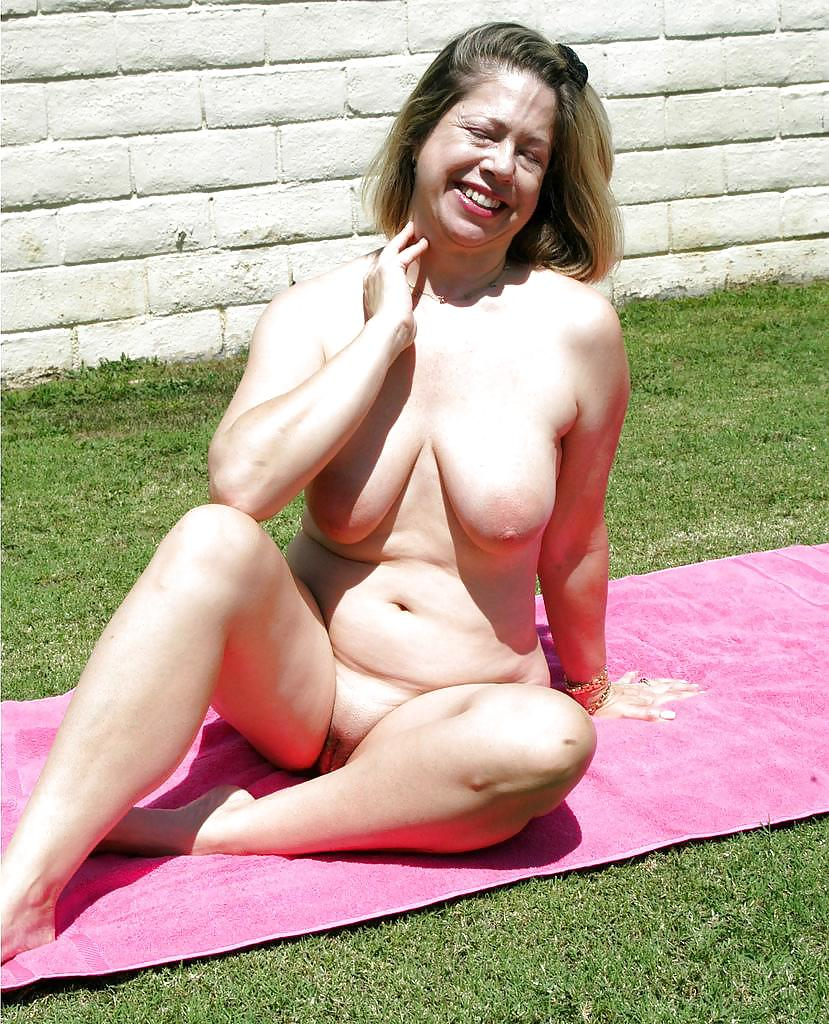 Older Mature Judy Mayflower Revealing Large Breasts To Spread Naked Pussy Lips