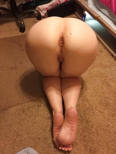 Фото моя жена сзади нагнувшись