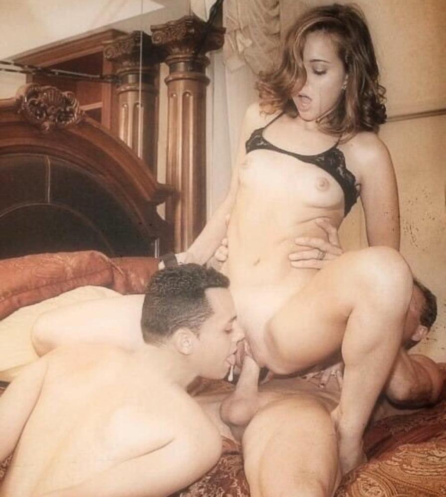 Домашнее порно муж лижет жене ретро