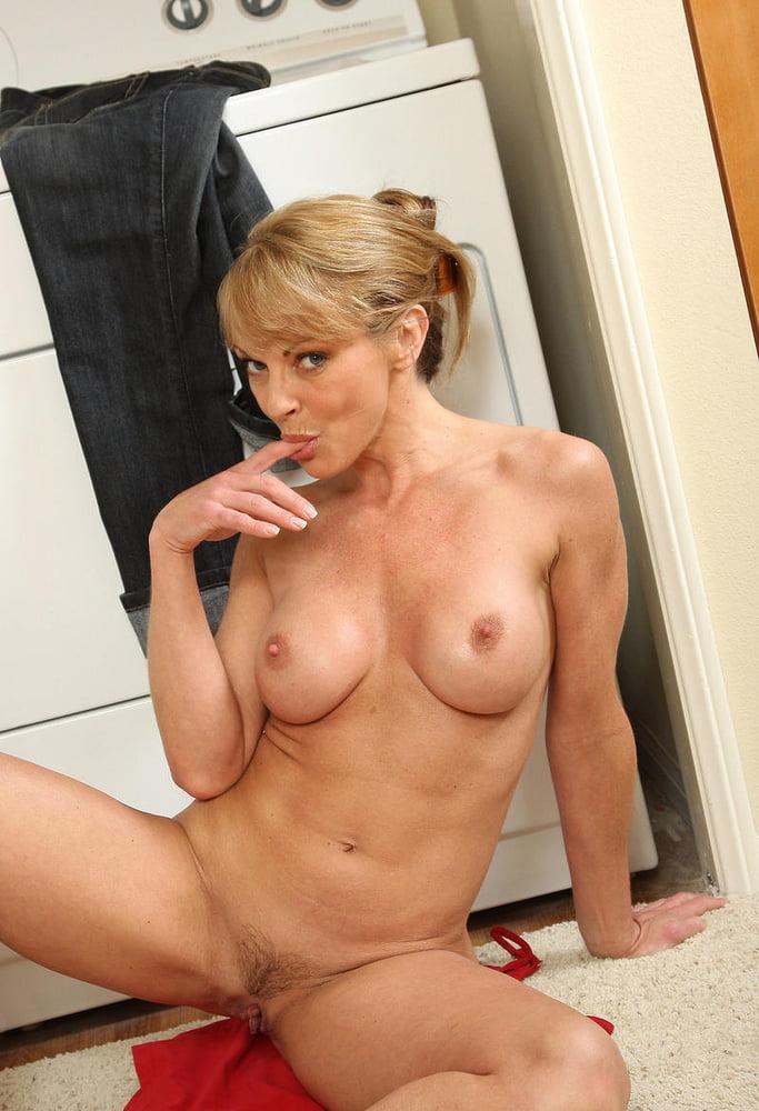 Nudechrissy hot blonde milf — photo 1