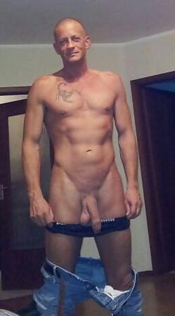 Huge gay muscle men porn