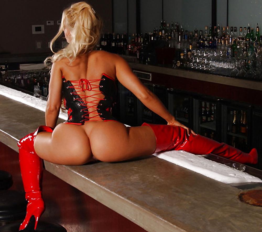 Coco austin red striptiz