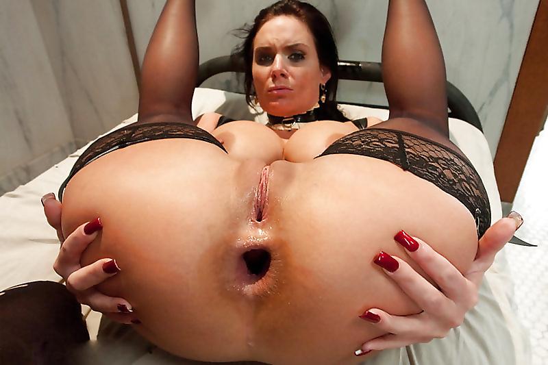 Порно фото раздолбленный анал, две чиксы и парень
