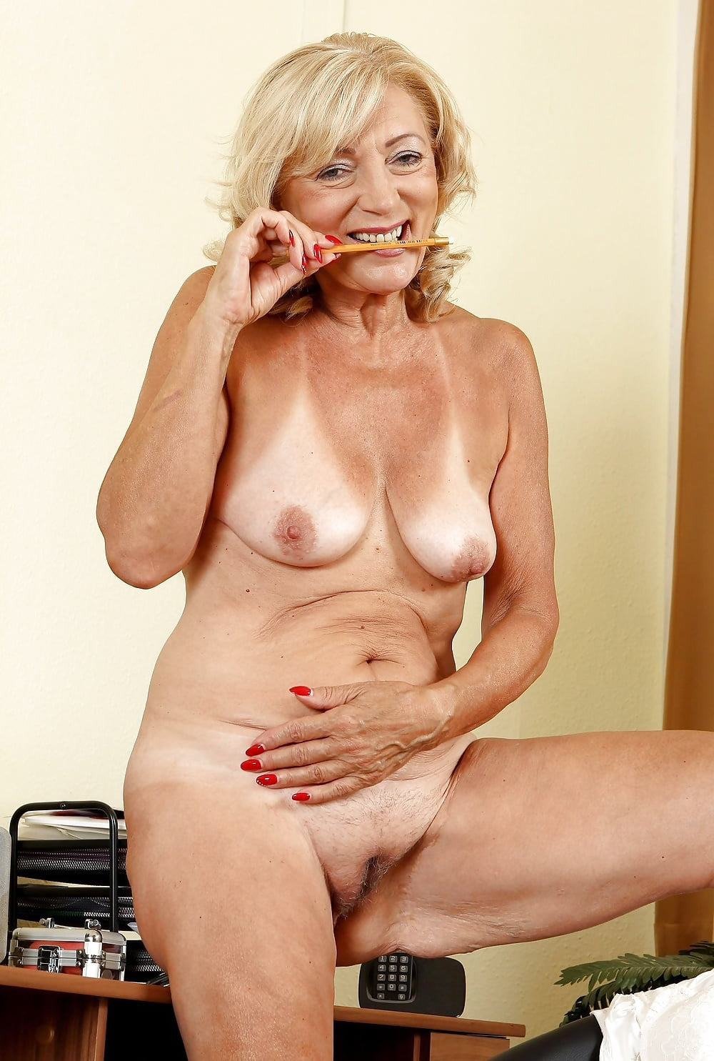 naked-spicy-granny