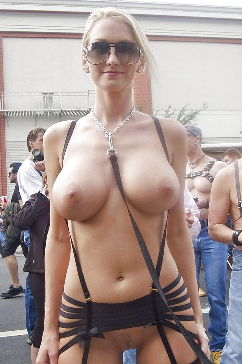 публичные фото молодых с большими сиськами замечал, чтобы
