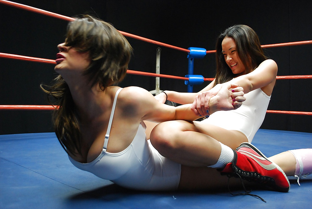 Women Fight With No Panties
