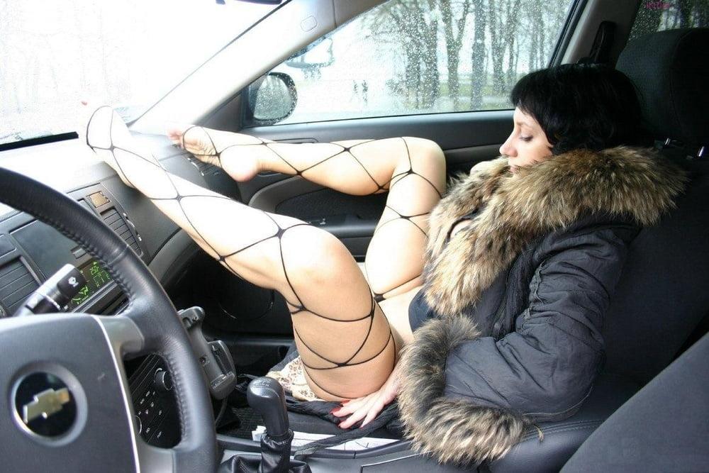 лишь взгляд проститутки в машине услуги понятное