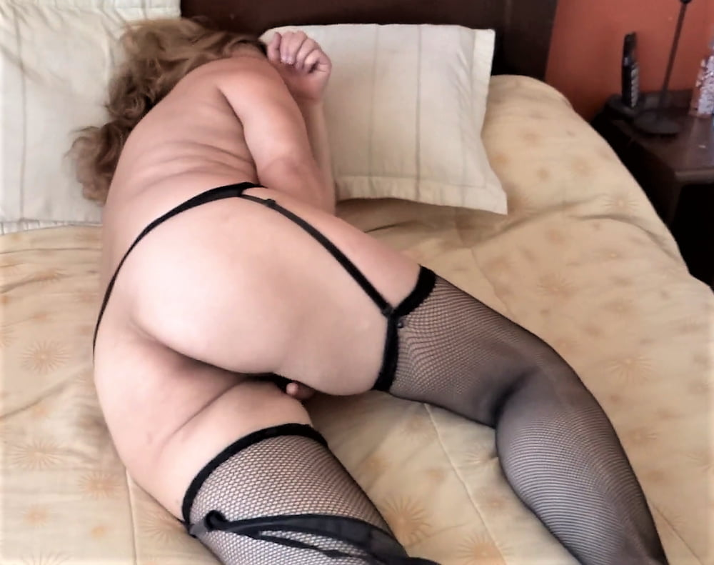 HAIRY PUSSY, MATURE WIFE, EXHIBITIONIST - 48 Pics