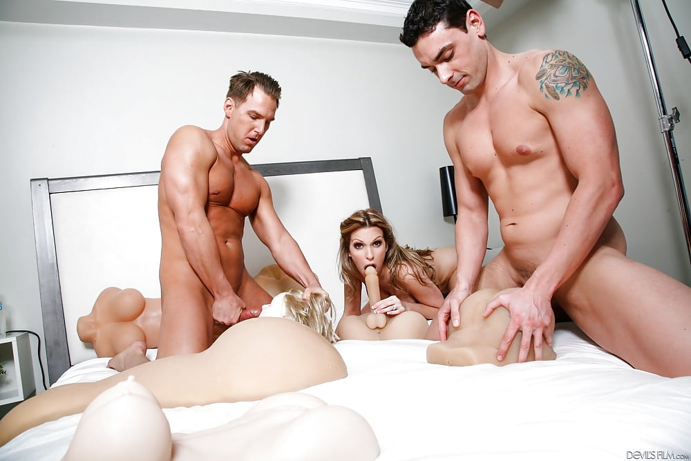 Threesome with sex toys leg pussy