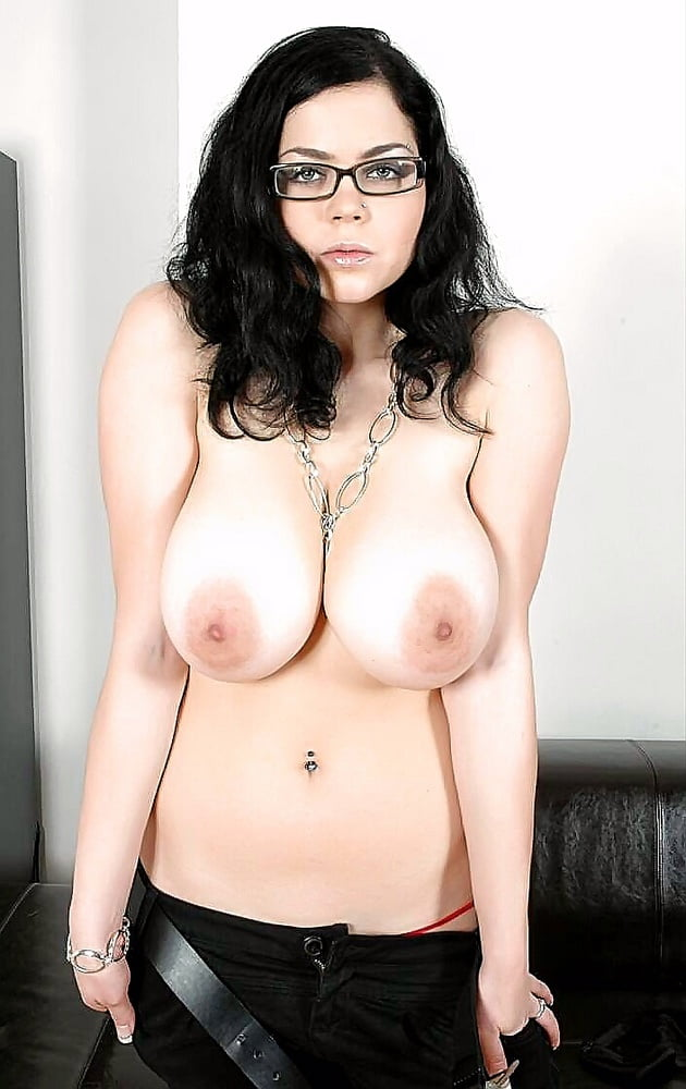 big-boothy-white-porn-star-with-glass-camel-xhotimages