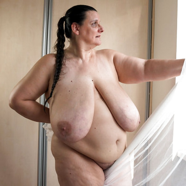 ogromnie-golie-siski-starih-bab