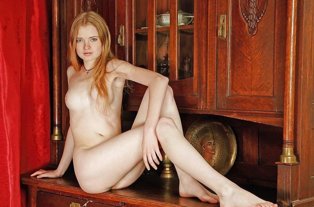 Avril lavigne nude in pool