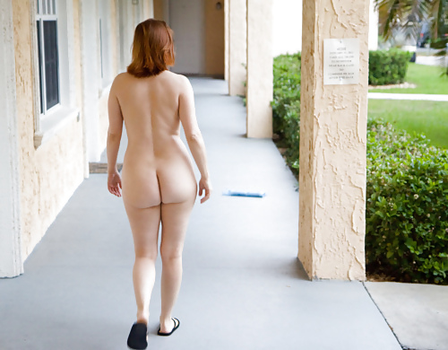Woman nude from bottom — photo 15