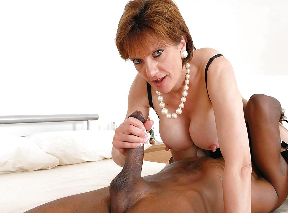 British Milf Lady Sonia Peeing Outside In The Woods