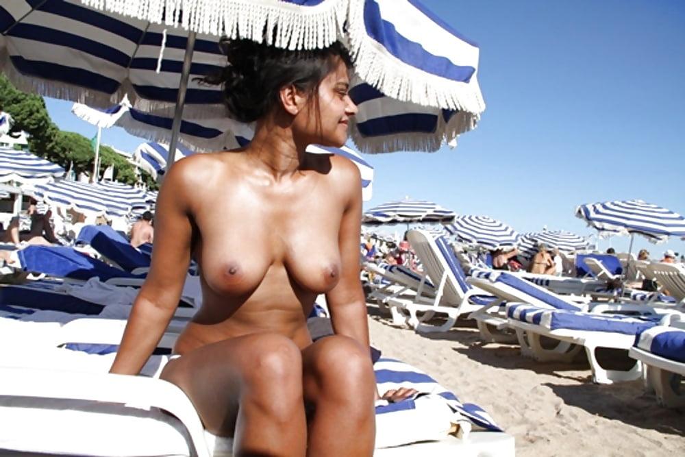 goa-beach-nude-young-ladies