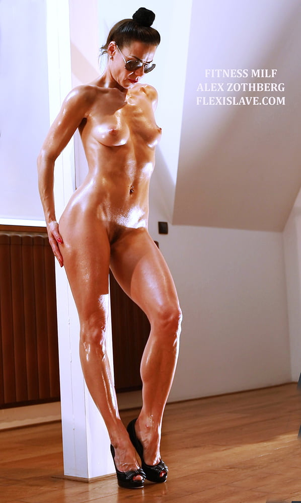 Fitness milf Alex Zothberg presenting her body- 19