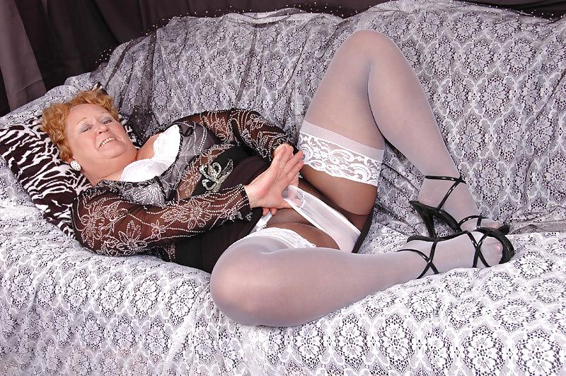 starie-v-kolgotkah-erotika