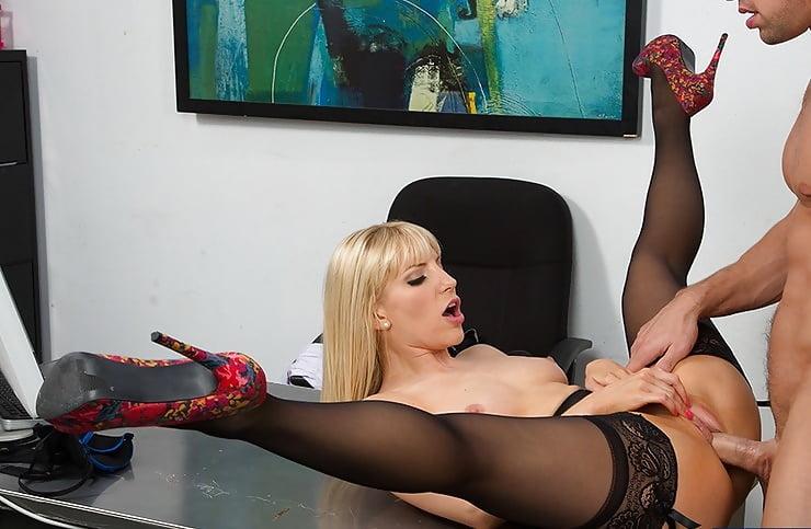 Порно фильм секретарши и шлюхи в колготках 6