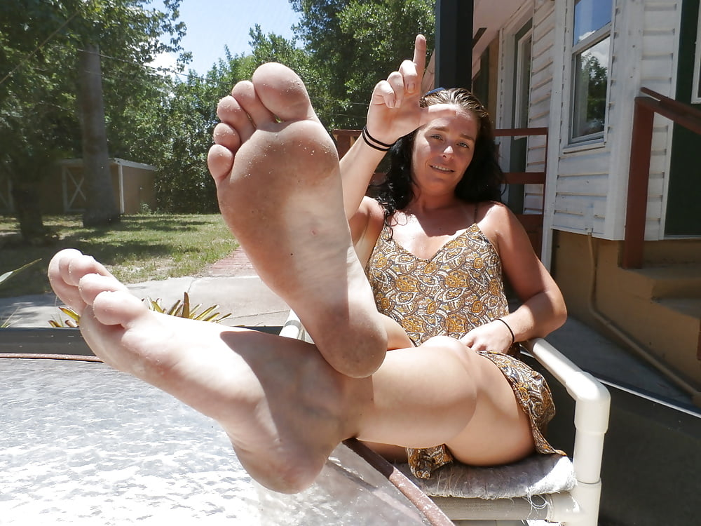 Free sexy girl feet in sandals