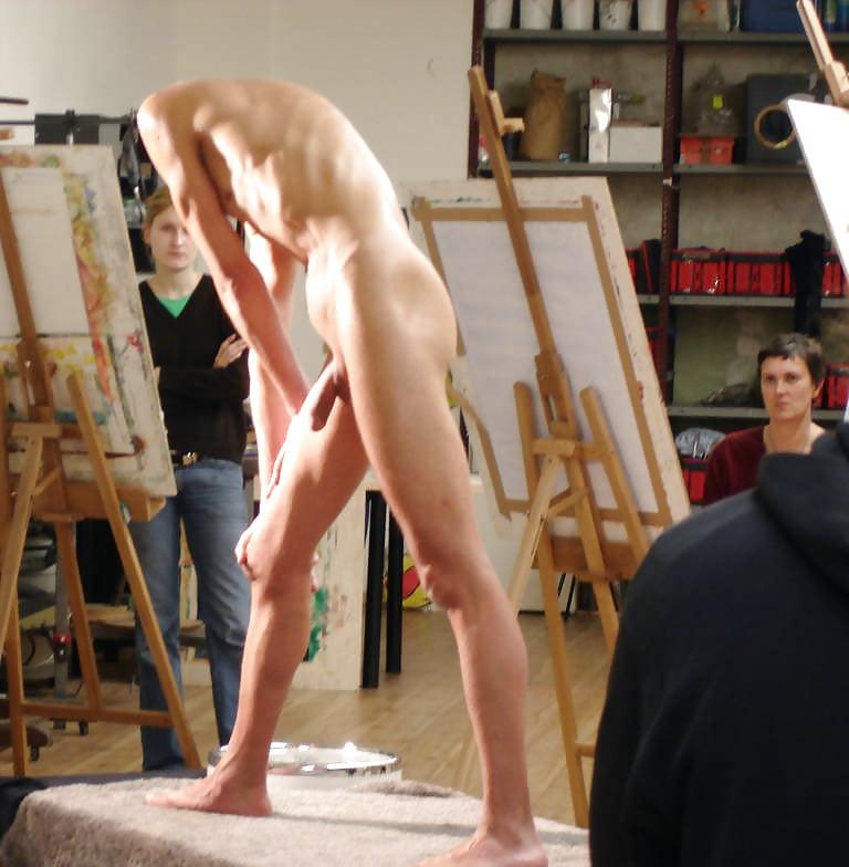 все девушки художницы рисуют члены голых мужчин видео заставила мужа как