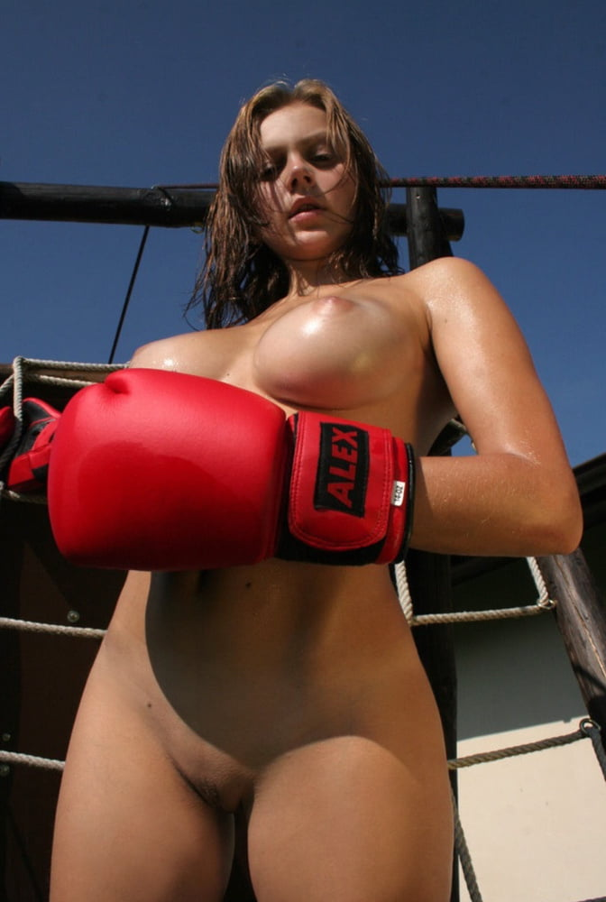 virgins-nude-ufc-round-girls-alba-kissing