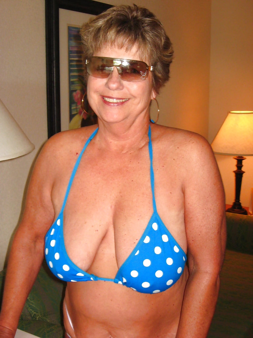 girls-amateur-grandmother-moving