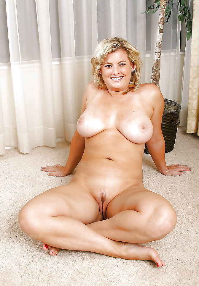 Mature busty nudes galleries — pic 12