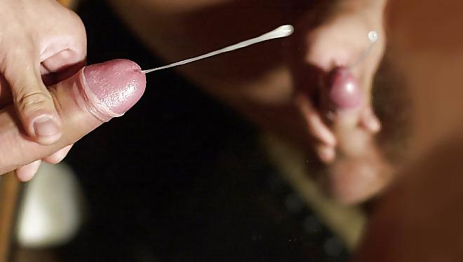 Хуй выстреливает спермой фотографии
