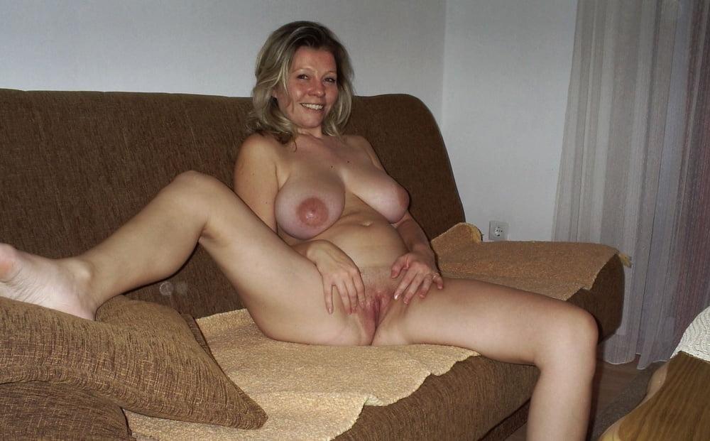 отдёрните порно фото зрелая баба показывает свои прелести словам сестры