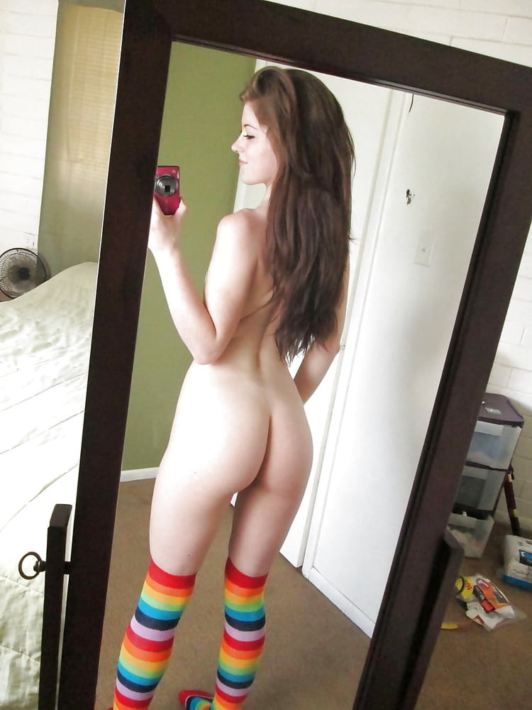 Teen girl nude butt selfies — pic 1