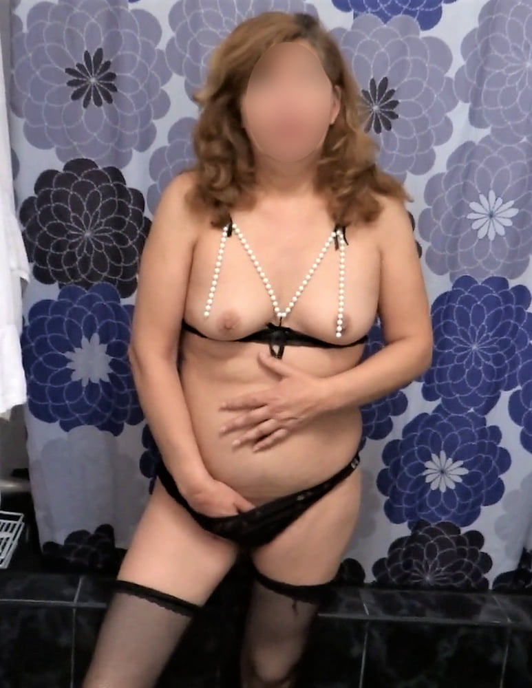 HAIRY PUSSY, WIFE 55 YEARS OLD, EXHIBITIONIST, BEAUTIFUL - 50 Pics