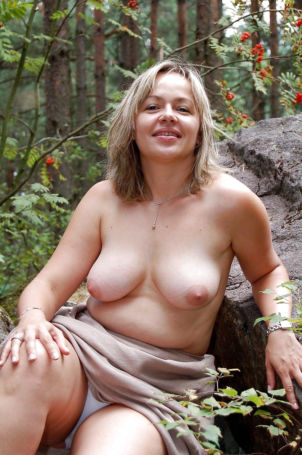 Sandra nude mom