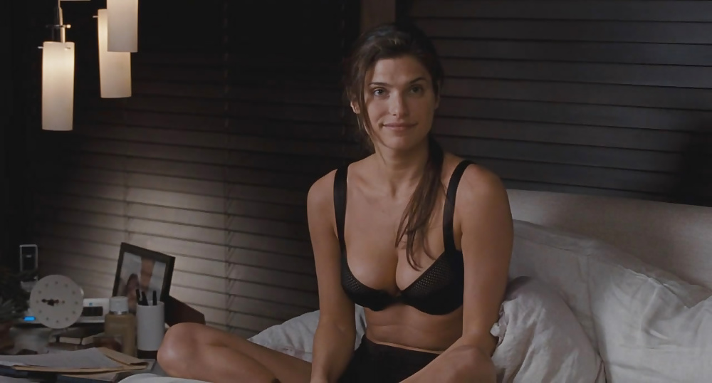 Lake Bell Naked Nude Topless Tits In Her Underwear With Nice Ass