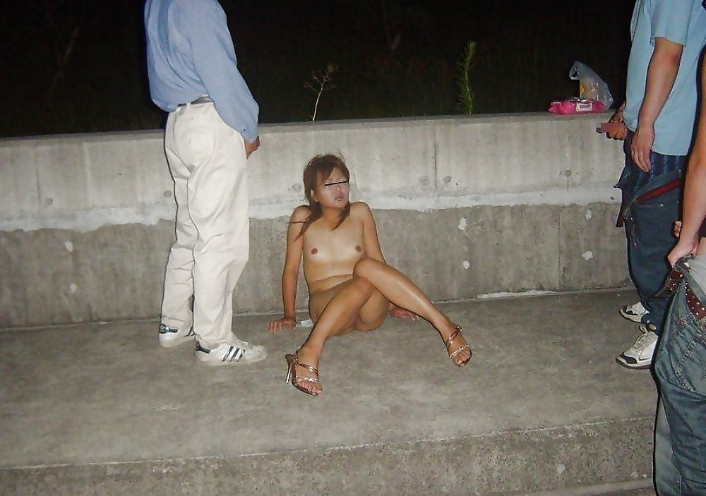 Drunk Woman Shows Her Beaver To Complete Strangers